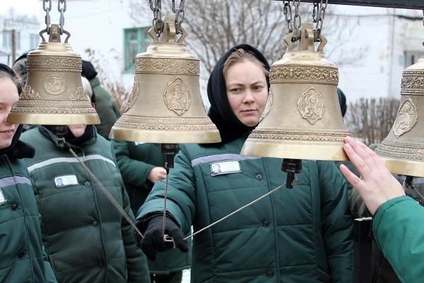 Перед женщинами ИК-6 выступил мастер праздничного колокольного звона