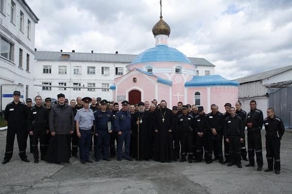 В ЛИУ-51 Епископ Нижнетагильской и Серовский епархии Владыка Иннокентий провел литургию в храме, которому исполнилось 15 лет