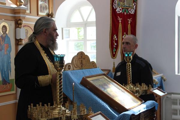 Священник провел таинство исповеди у осужденных православной общины ИК-47