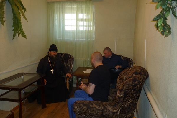 Священнослужитель в Камышловском СИЗО-4 провел встречи с сотрудниками и гражданами, содержащимися под стражей