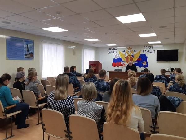 С сотрудниками ИК-46 встретился настоятель Быньговского храма Николая Чудотворца отец Виктор